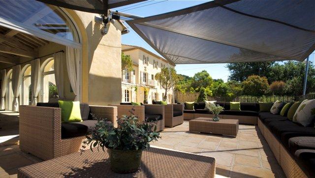 artesun couvre votre terrasse avec une voile d ombrage de luxe. Black Bedroom Furniture Sets. Home Design Ideas